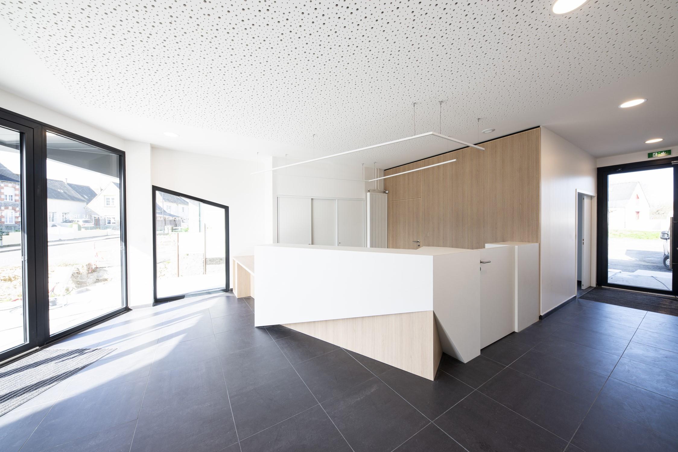 Mairie Le Tronchet 03-banque d'accueil-© P. Lelièvre libre de droits – 1500px