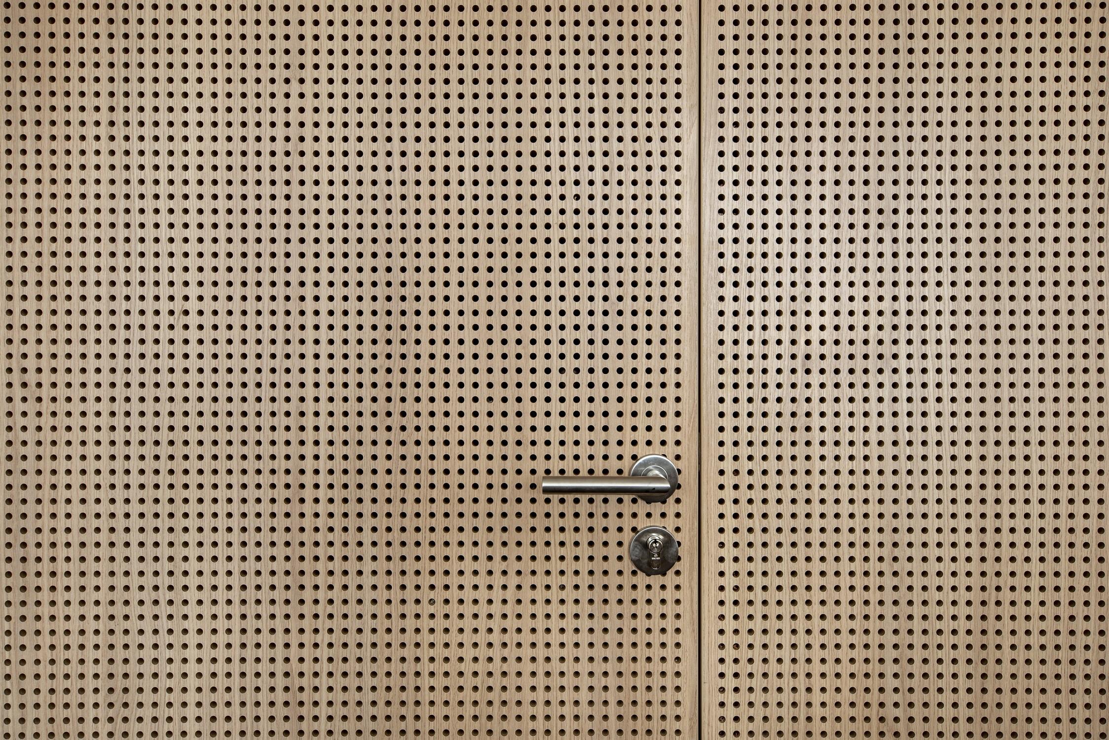 Mairie Le Tronchet 12-détail banque d'accueil-© P. Lelièvre non libre de droits – 1500px